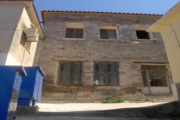 House      to Buy        in Mistegna                                           - Greece